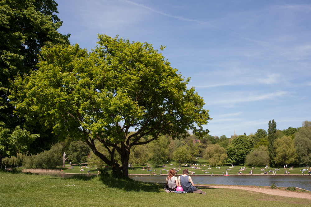 Keeping cool in london park grand hyde park for Hampstead heath park swimming pool
